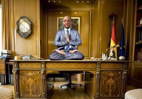 Rey sentado